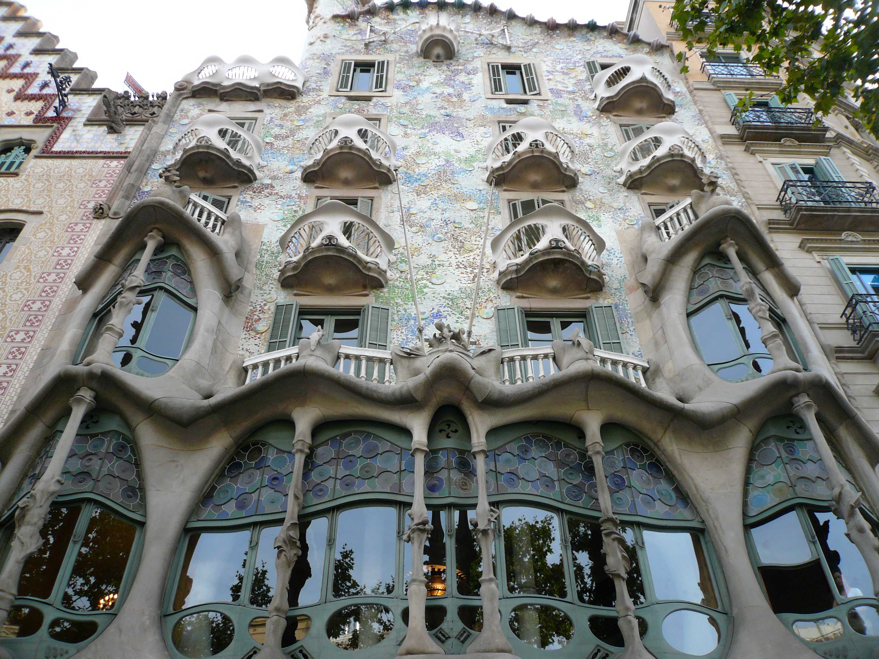 Spanien costa brava highlights barcelona casa batllo for Architecture celebre